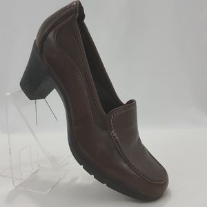 Clarks Bendables loafer heels brown Sz 8 M